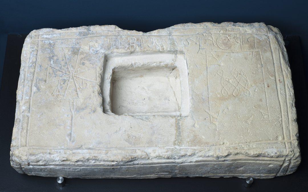Ara de altar, ermita de las Stas. Centola y Elena de Siero, Valdelateja