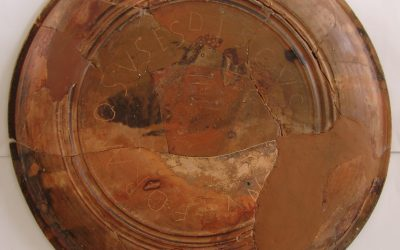 Plato tardorromano con grafito